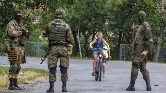 Военнослужащие ищут членов Правого сектора в деревне недалеко от Мукачево