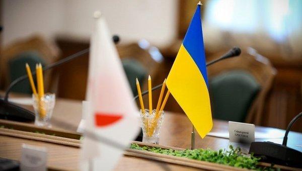Флаги Японии и Украины. Архивное фото