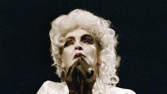 Ада Роговцева в роли Эстер в спектакле по пьесе Жана Кокто Священные чудовища
