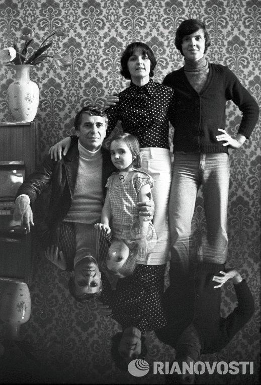 Ада Роговцева и Константин Степанков с сыном и дочерью