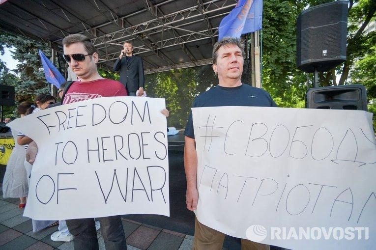 Митинг у Рады с требованием освободить подозреваемых в убийстве Бузины