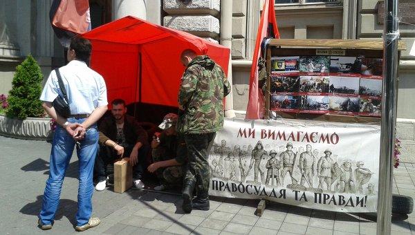 Протест Правого сектора под Львовской ОГА