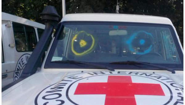 Активисты в Донецке в знак протеста разрисовали 30 автомобилей ОБСЕ