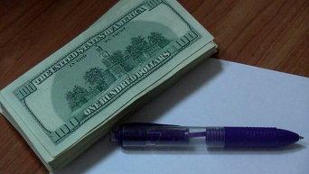15 тысяч долларов, изъятые у мошенницы