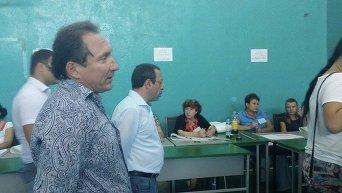 Геннадий Корбан на избирательном участке в день выборов в Чернигове