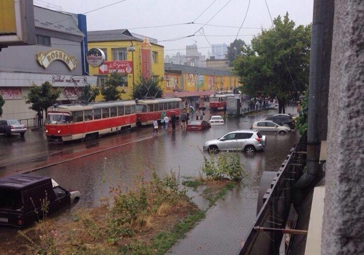 Последствия ливня в Киеве. Улица Стаковокзальная, 28 июля 2015 г.