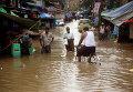 Затопленные улицы в Янгуне (Мьянма) после затяжных ливней, накрывших странц