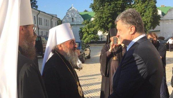 Президент Украины Петр Порошенко и предстоятель УПЦ МП Онуфрий. Архивное фото