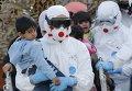 Спасенный ребенок мигрантов в сицилийском порту Мессина