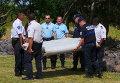 Следователи, работающие на острове Реюньон, где был найден обломок, предположительно, пропавшего больше года назад малайзийского Boeing, обнаружили регистрационный номер на фрагменте