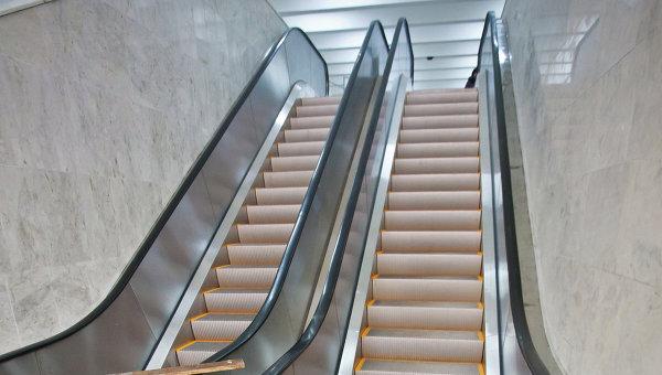 Эскалатор метро. Архивное фото