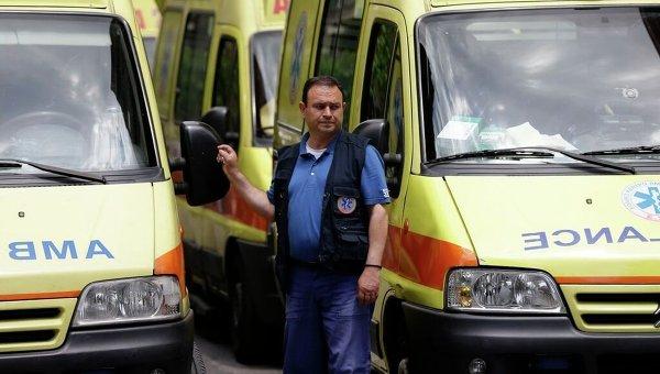 Неуправляемый автобус протаранил в Греции 12 автомобилей