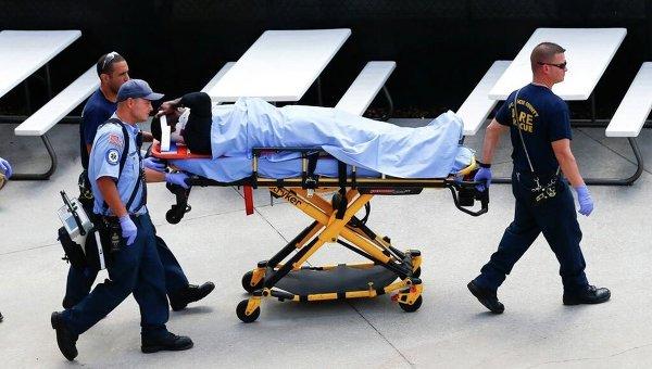 ВНью-Йорке автомобиль въехал вресторан, три человека вкрайне тяжелом состоянии