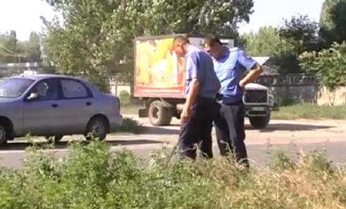 Милиционеры на месте покушения на валютчика в Николаеве