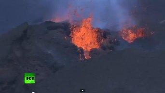 На острове Реюньон в Индийском океане началось извержение вулкана