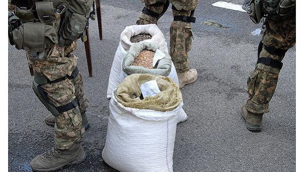 Рекордная партия незаконно добытого янтаря доставлена в Киев. Ее осмотрели премьер-министр Арсений Яценюк и глава МВД Арсен Аваков