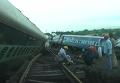 Последствия сильных ливней в Индии: два поезда сошли с рельсов. Видео