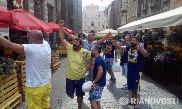 Болельщики турецкого Фенербахче перед матчем с Шахтером во Львове
