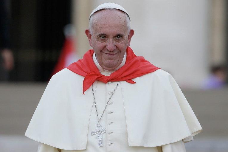Папа Франциск покидает площадь Святого Петра в Ватикане