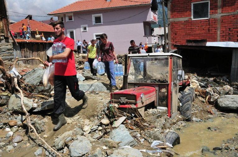 Последствия наводнения в горной деревне в северо-западной Македонии