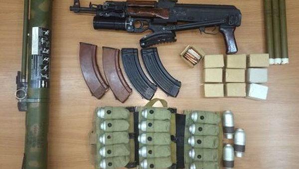 Изъятый правоохранителями арсенал оружия. Архивное фото