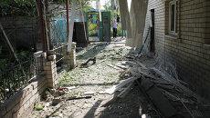 Последствия обстрела поселка Октябрьский в Куйбышевском районе Донецка