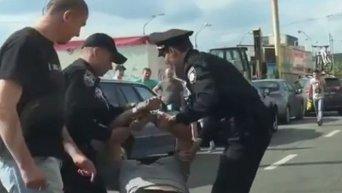 Задержание мужчины в состоянии наркотического или алкогольного опьянения в Киеве