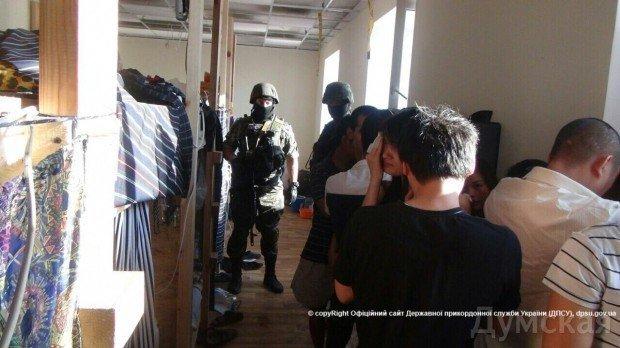В Одессе правоохранители накрыли пять подпольных цехов по пошиву одежды