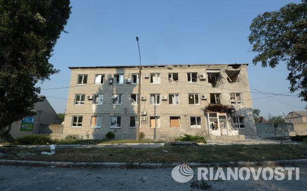 Разрушенный в результате обстрела жилой дом в Иловайске