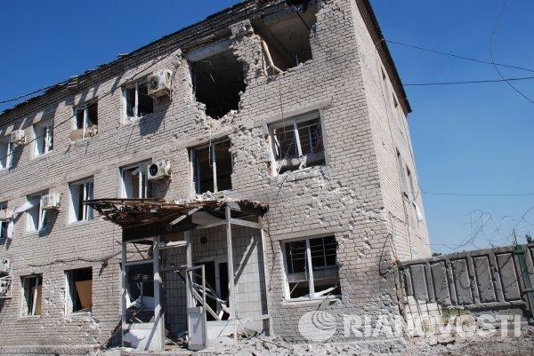 Здание строительного управления Иловайска, разрушенное в результате обстрела