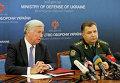Министр обороны Украины Степан Полторак и министр обороны Великобритании Майкл Фэллон