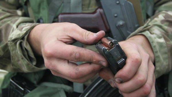 Военнослужбащий устроил пальбу изавтомата Калашникова около супермаркета