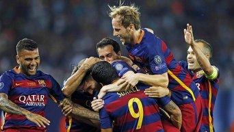 Игроки Барселоны в матче против Севильи за Суперкубок УЕФА 2015 года