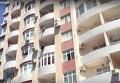 В Баку спасена девушка, пытавшаяся броситься с балкона