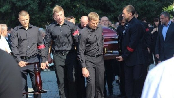 В Луцке началась панихида по депутату Еремееву