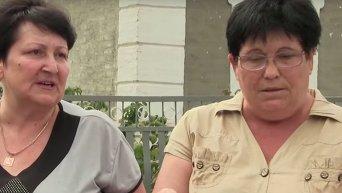 Жители Сартаны выясняют, кто обстрелял поселок. Видео