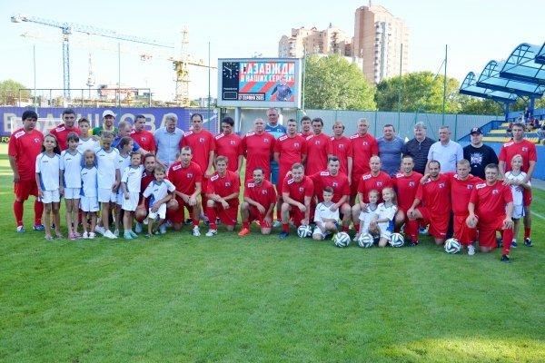Участники матча памяти футболиста Сергея Закарлюки, погибшего в ДТП