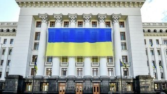 Перед Днем Независимости здание Администрации президента украсили огромным флагом Украины