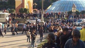 Столкновения фанатов и милиции на Майдане Незалежности в Киеве