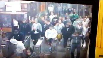 Польские фанаты в Киевском метрополитене