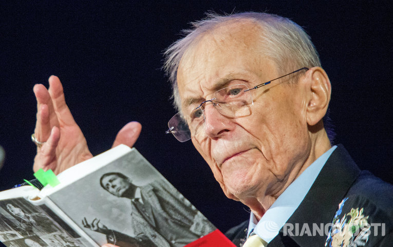 Поэт Евгений Евтушенко