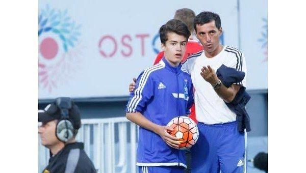 Сын Порошенко подавал мячи на футбольном матче