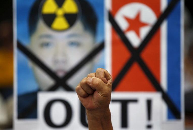 Анти-северокорейский митинг в центре Сеула, Южная Корея.