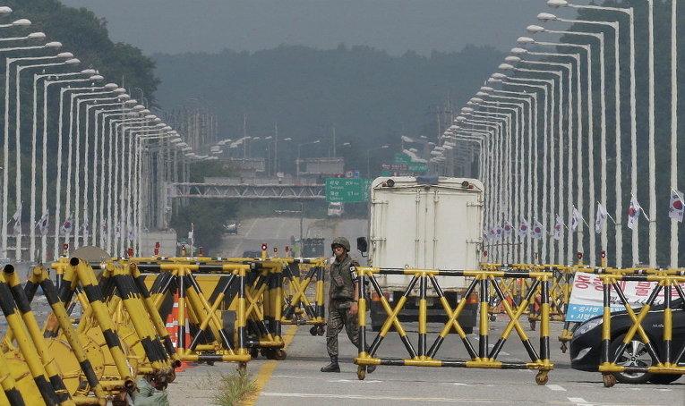 Южнокорейский патруль на границе с Северной Кореей в Паджу, Южная Корея