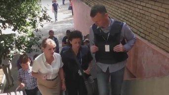 Замглавы СММ ОБСЕ Хуг посетил обстрелянную школу №25 в Горловке. Видео