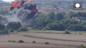 Трагедия на авиашоу в Англии: истребитель упал на шоссе