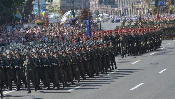 Военный марш в честь Дня Независимости в центре Киева. Архивное фото