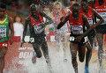 Кенийцы Эзекиль Кембои, Консеслус Кипруто и Бримин Кипруто в финальном в забеге с препятствиями