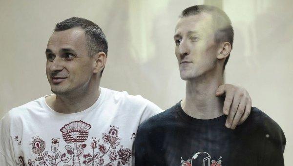 Режиссер Олег Сенцов (слева) и Александр Кольченко. Архивное фото