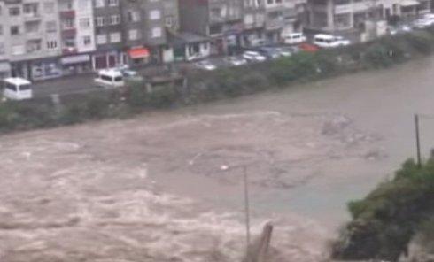 Жертвами наводнений на севере Турции стали 8 человек. Видео